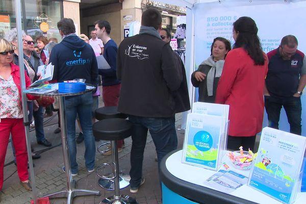 Le stand de financement participatif sur le marché de Dieppe le samedi 20 avril 2019