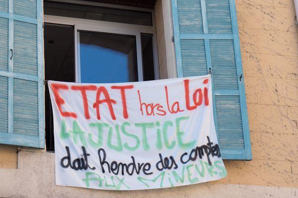 Banderole cours Honoré-d'Estienne-d'Orves, Marseille