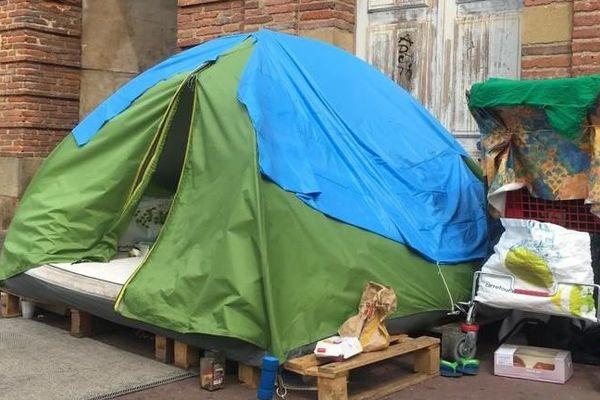 Une tente installée dans le quartier St-Cyprien à Toulouse.