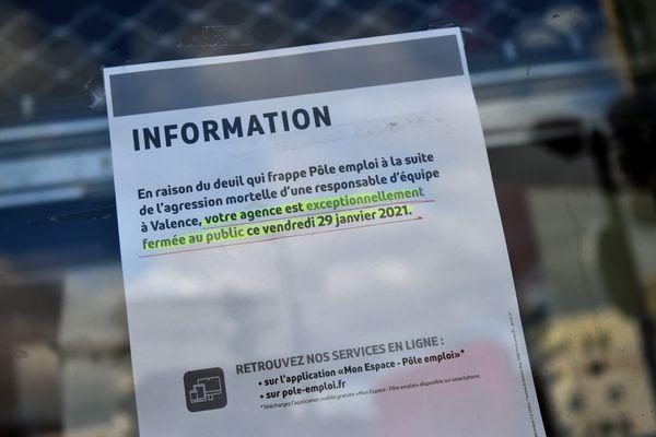 Fermeture Pole Emploi -Toutes les agences de Pole Emploi en France avaient observé une journée de deuil en fermant leurs portes à la suite de l'agression mortelle d'une responsable d'équipe à Valence