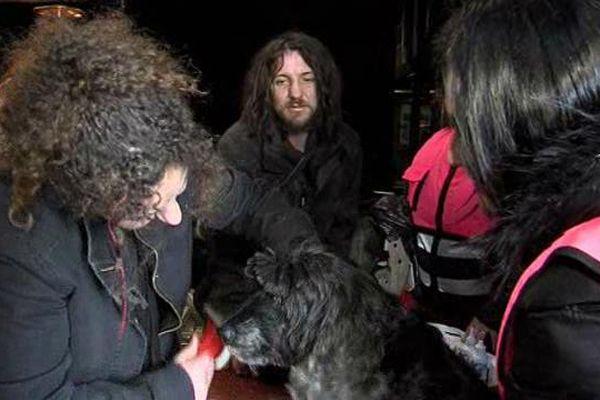 """Les """"rois de la rue"""" de l'association les Gamelles Pleines ce sont Phano et sa chienne coker, Emeraude."""