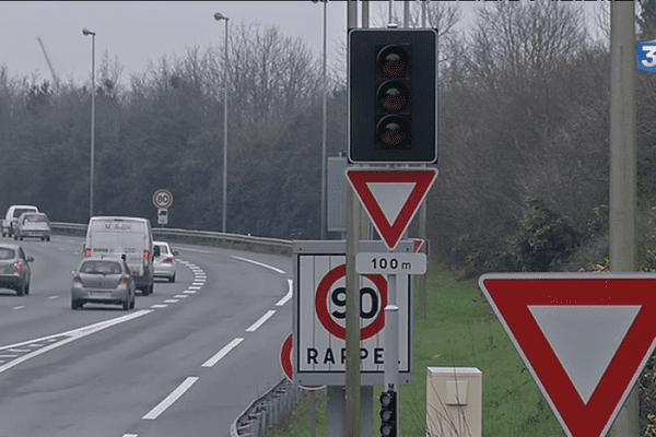 Des feux pour limiter les embouteillages sur le périphérique de Nantes