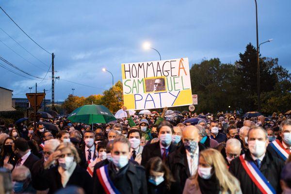 Marche blanche en hommage au professeur Samuel Paty à Conflans Sainte Honorine le mardi 20 octobre.