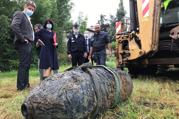 Une bombe de 500 kg désamorcée à la Ricamarie(Loire). larguée en mars 1944 par la Royal Air Force lors de la destruction d'usines utilisées par l'occupant allemand, elle avait été découverte en avril 2020 lors de travaux de terrassement.