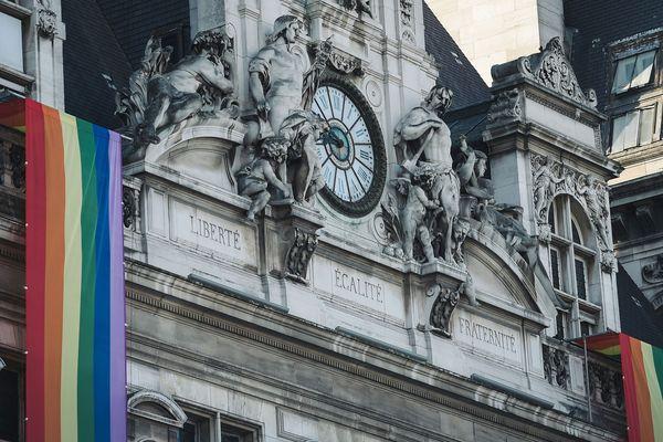 La mairie de Paris a promis de débloquer 100 000 euros en faveur d'un plan de lutte contre les agressions envers les LGBTQI+.