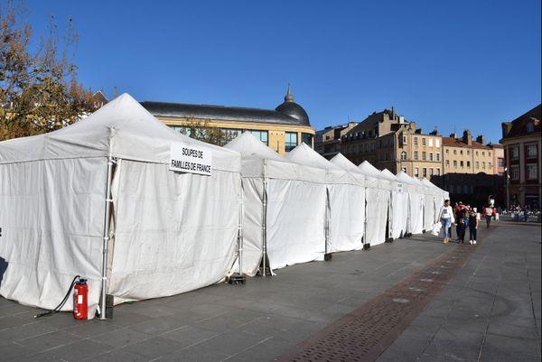C'est sous ses tentes que se restaureront les coureurs après leur arrivée.