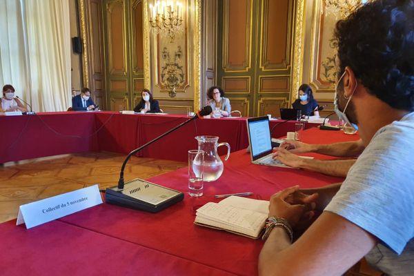 30/07/2020. Rencontre à Marseille, entre la ministre déléguée au logement Emmanuelle Wargon et les collectifs d'habitants créés au lendemain du drame de la rue d'Aubagne.