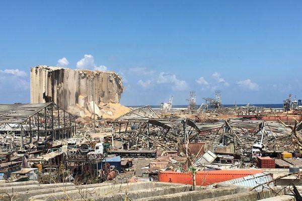 Le port de Beyrouth, dévasté