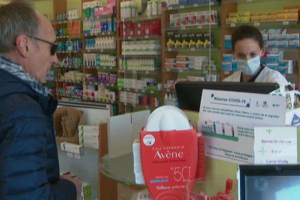 Cette pharmacienne de Smarves (Vienne) s'indigne de voir trop souvent les mêmes gens dans la rue