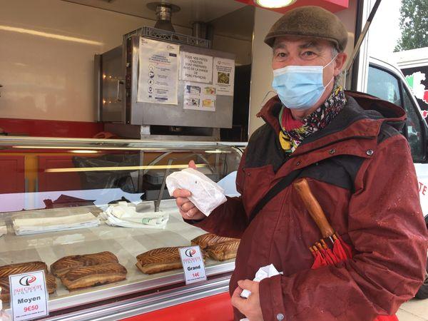 Jean-Paul, un habitué du pâté à emporter, il voit un côté pratique dans l'organisation de son repas du mercredi