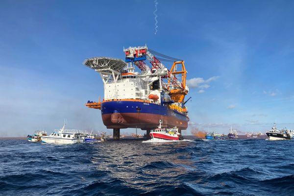 En mai dernier, une cinquantaine de bateaux de pêche avait encerclé la plateforme de forage Aeolus installée en baie de Saint-Brieuc.