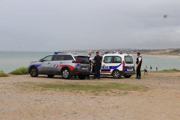 La police française surveillant les côtes et les départs d'embarcations de fortune.