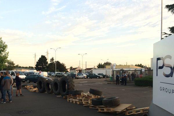 La fonderie de Sept-Fons, à Dompierre-sur-Besbre, dans l'Allier, bloquée par les salariés de GM&S de la Souterraine, dans la Creuse.
