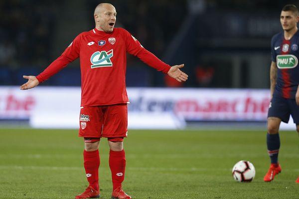 Florent Balmont (DFCO) a écopé d'un match ferme de suspension après avoir reçu trois cartons en dix rencontres consécutives.