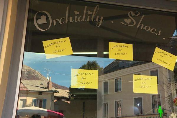 """Les commerçants veulent revoir la notion de """"commerces essentiels""""."""