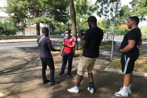 A Vénissieux, quinze jeunes ont répondu à l'appel. Ils ont deux jours pour créer un court métrage de 90 secondes.
