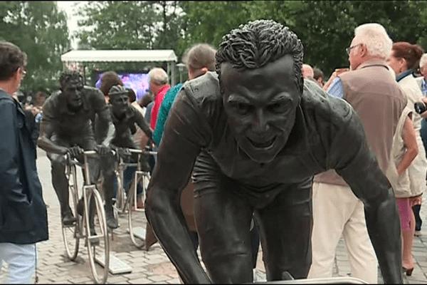 Les statues des cyclistes, Hinault, Bobet et Robic