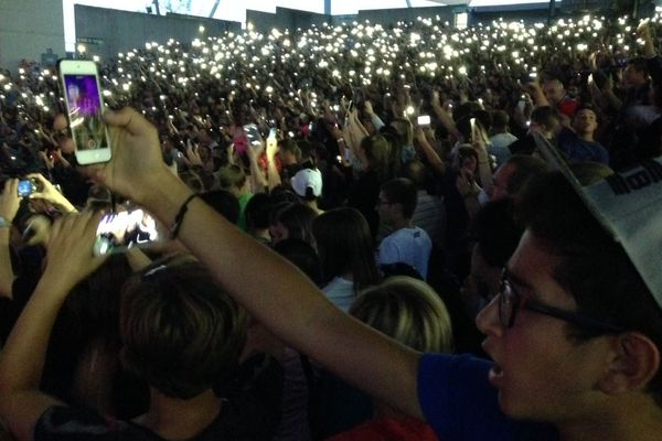 Des téléphones portables par milliers pour immortaliser Soprano
