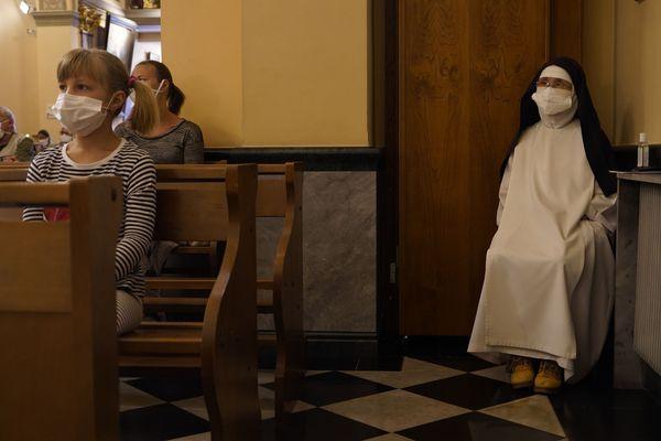 Dans les églises monégasques, le port du masque est obligatoire. Eglise Sainte-Dévote, le 10 mai 2020.