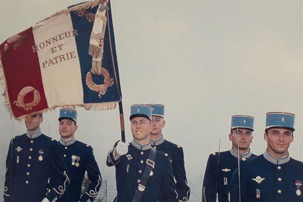 Arnaud Beltrame, lorsqu'il était porte-drapeau de 1999 à 2001 à l'École militaire InterArmes dans le Morbihan