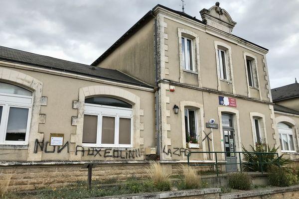 La Mairie de Jazeneuil vandalisée.