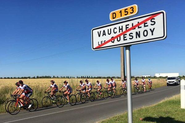 Les treize cyclistes du Tour de France des jeunes sont partis d'Abbeville sous le soleil