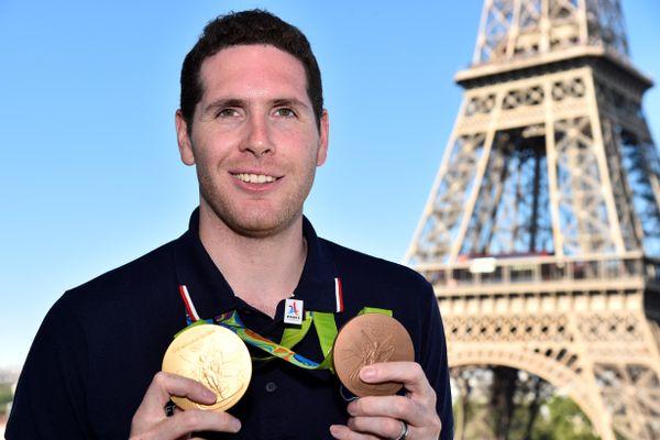 Gauthier Grumier, avec ses deux médailles obtenues à Rio.