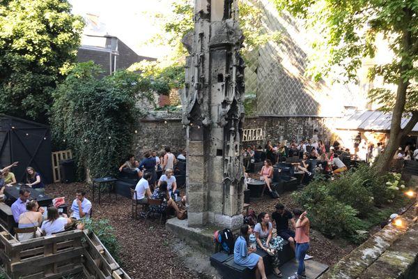 La brasserie Ragnar investit les jardins de l'Eglise Saint-Nicaise tout l'été !