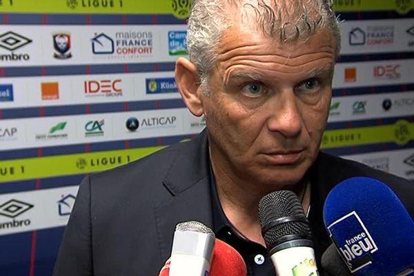"""Patrice Garande met en garde les spectateurs mécontents : """"il y a des choses que je ne tolérerai pas""""."""