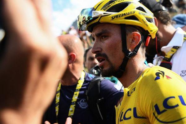 Julian Alaphillipe perd son maillot jaune vendredi 26 juillet, après l'interruption de la course à cause des conditions météorologiques. C'est  le Colombien Egan Bernal qui va endosser le maillot jaune du Tour à deux jours de l'arrivée sur les Champs-Elysées.