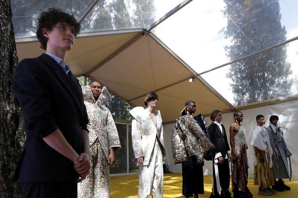L'autrichien Christoph Rumpf, pendant la présentation de ses créations lors de ce 34e festival international de mode d'Hyères.