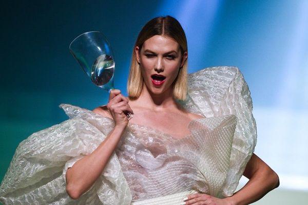 La mannequin Karlie Kloss a défilé pour Jean Paul Gaultier mercredi 22 janvier