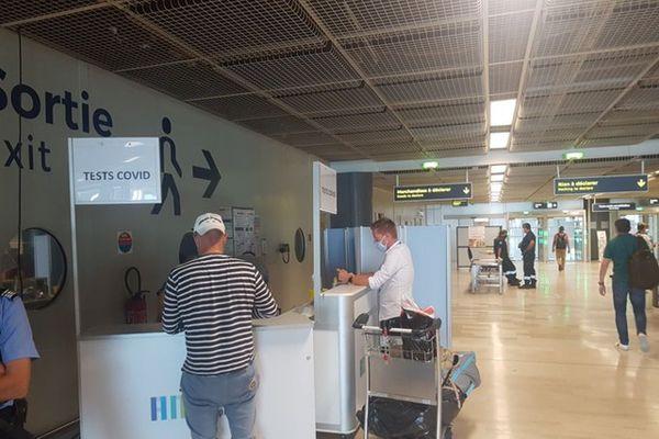 Depuis le 22 juillet l'Agence régionale de santé propose des tests de dépistage Covid gratuits dans les aéroports de Nice et Marignane.