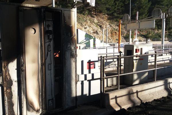 """Quatorze """"gilets jaunes"""" qui avaient été interpellés lundi après l'incendie du péage de Bandol (Var) sur l'autoroute A50."""