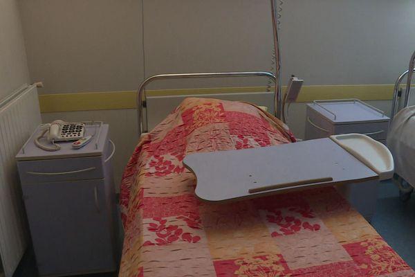 Depuis le mois de mai 2020, les lits du service de médecine générale restent vides au sein du Centre Hospitalier des Cévennes ardéchoises, faute de médecins pour assurer la continuité des soins.