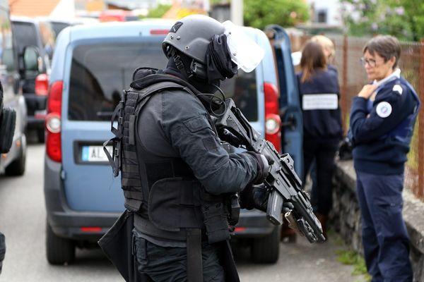 Les hommes du Raid ont neutralisé un forcené qui retenait 3 personnes en otage