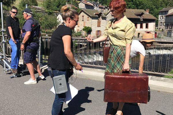 Combien pour la valise d'Audrey Fleurot ??  L'actrice était à Eymoutiers (haute-Vienne) en juillet 2017 pour le tournage d'un épisode de l'ultime saison.