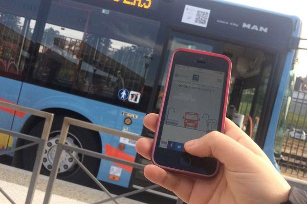 Vérifier les horaires de son bus et payer son transport via son mobile, c'est possible au Puy-en-Velay.