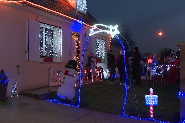 Ludivine et Michaël Nivart pourront bien continuer à recevoir les visiteurs venus observer leurs décorations de Noël.