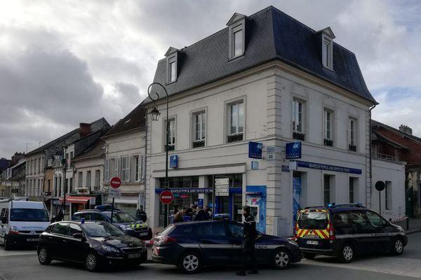 Un homme a été abattu par les gendarmes alors qu'il tentait de braquer la Banque Populaire de Clermont dans l'Oise jeudi 7 février 2019