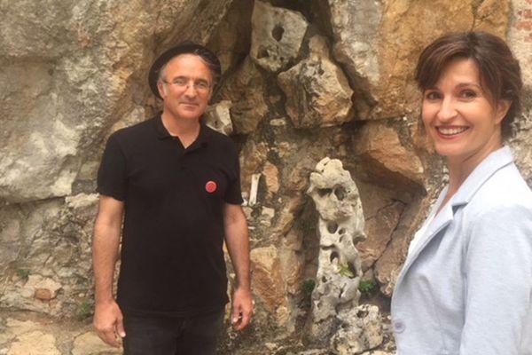 Anne-Sophie Mandrou et Laurent Doucet (association La rose impossible) à St-Cirq Lapopie.