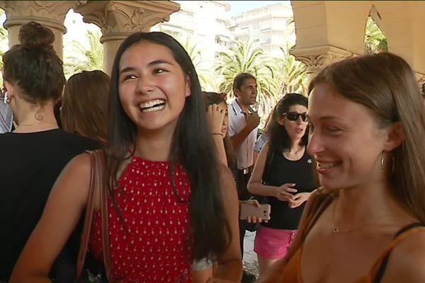 Au lycée Carnot à Cannes, ce vendredi 5 juillet, la joie de ces deux lycéennes qui ont obtenu une mention au baccalauréat.