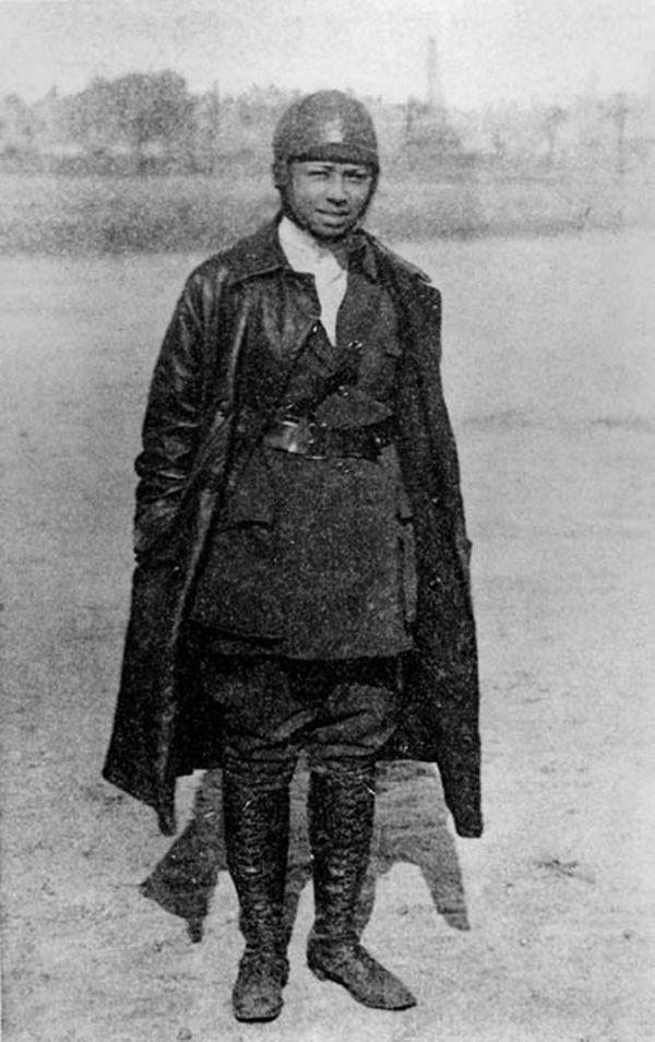 Bessie Coleman vers 1922.
