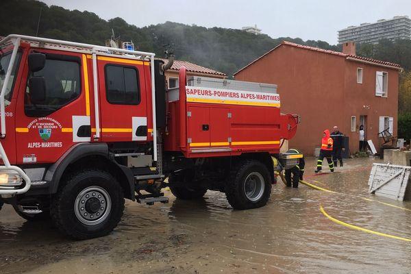 Villeneuve-loubet: secteur Ferrayones assistance à la population car plus d'électricité sur le secteur 2 groupes feux de forets en configuration inondations sont engagés