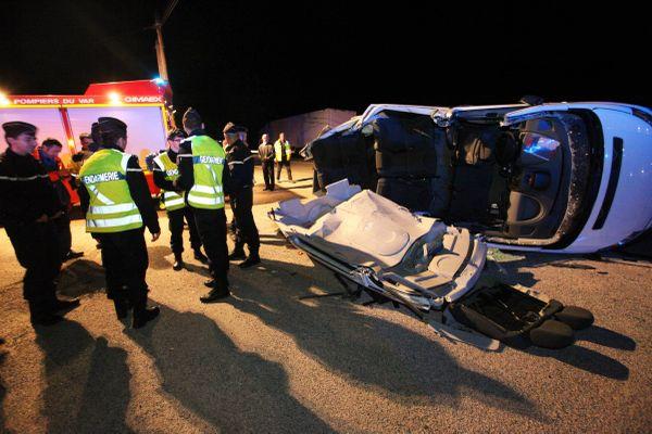 Deux adolescentes de 15 et 16 ans sont mortes sur le coup; Leur navette scolaire a été percutée par un poids lourd.