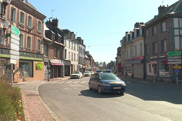 Les gendarmes de Seine-Maritime en patrouille dans le centre de Forges -les-Eaux