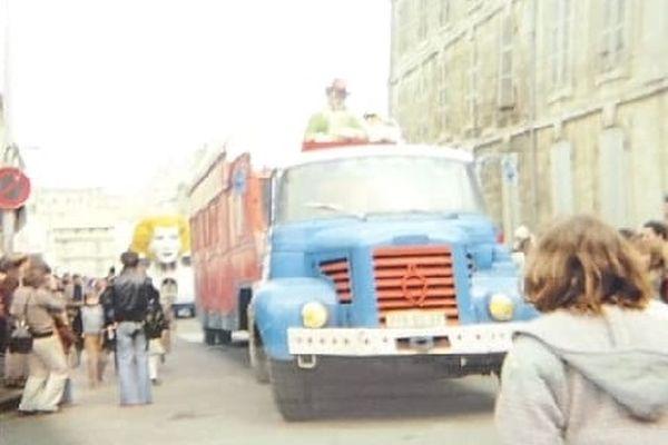 Parade du cirque Pinder-Jean Richard dans les rues de Niort en  1980