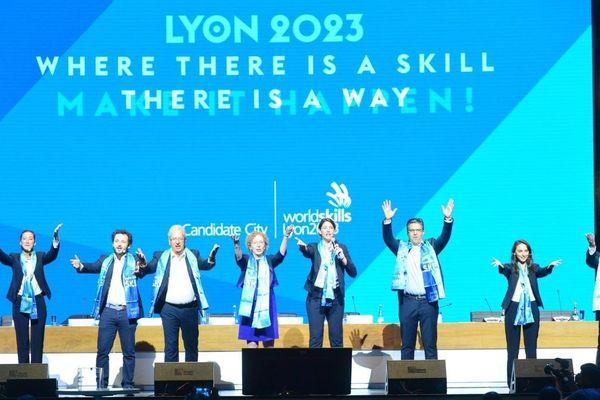 La délégation lyonnaise après sa victoire comme hôte de la finale des Olympiades des Métiers en 2023