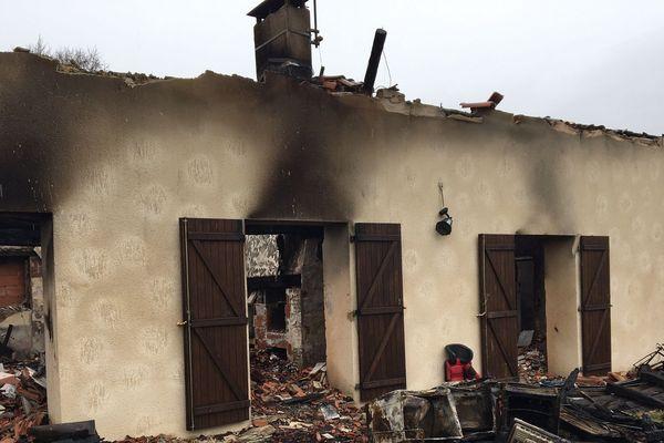 La maison de Tatiana et Loïc après l'incendie