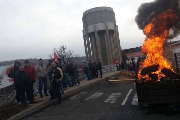 Mercredi matin (13 février 2013), à Issoire (Puy-de-Dôme), une partie des salariés du site d'Aubert et Duval a débrayé alors qu'une réunion dans le cadre de la négociation annuelle obligatoire a lieu à Paris. Les syndicats demandent une augmentation de 8%, la direction ne souhaite accorder que 2%.